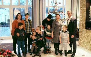 Weihnachtsbaum voller Kinderwünsche